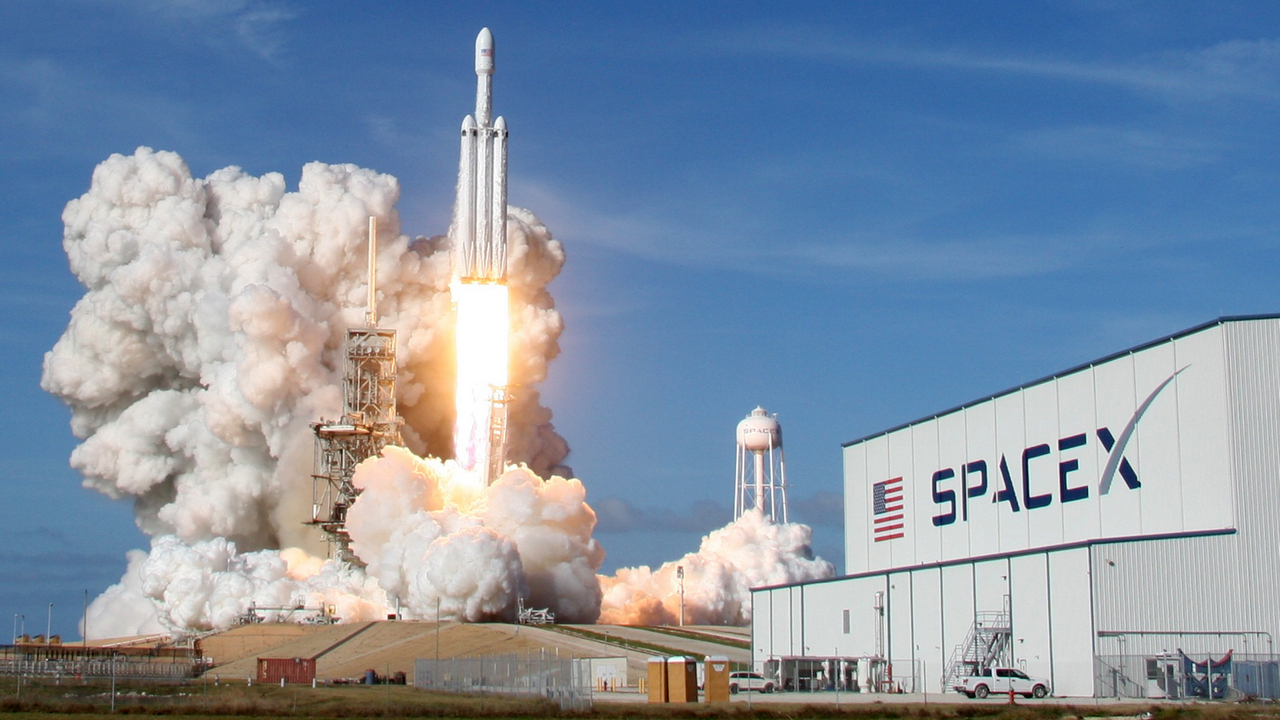 SpaceX Falcon Heavy Looses the Center Core After a Successful Mission
